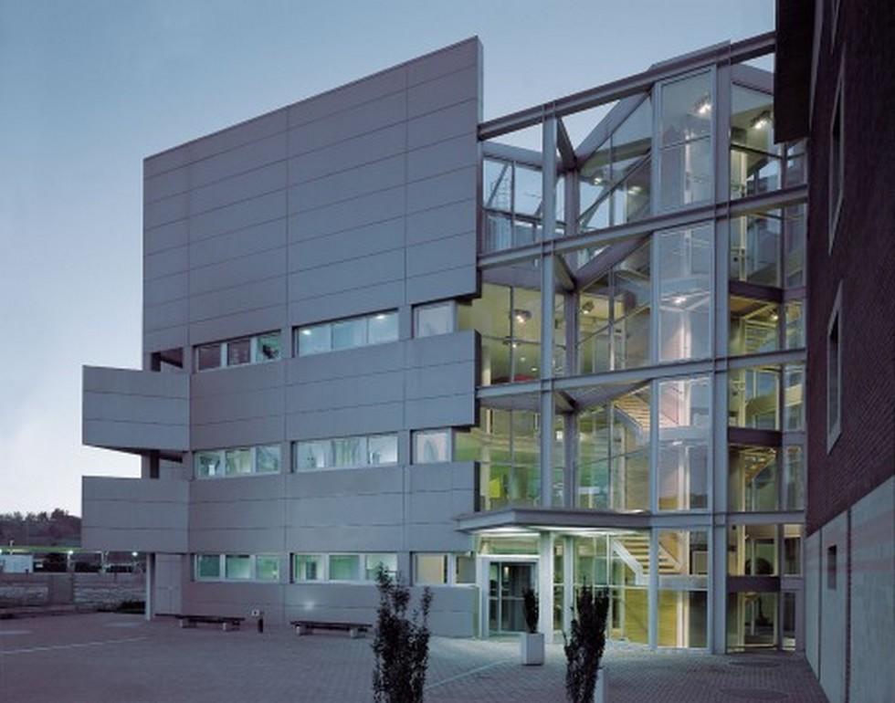 Edifici in acciaio progettazione acqui terme alessandria for Progettazione di edifici economica